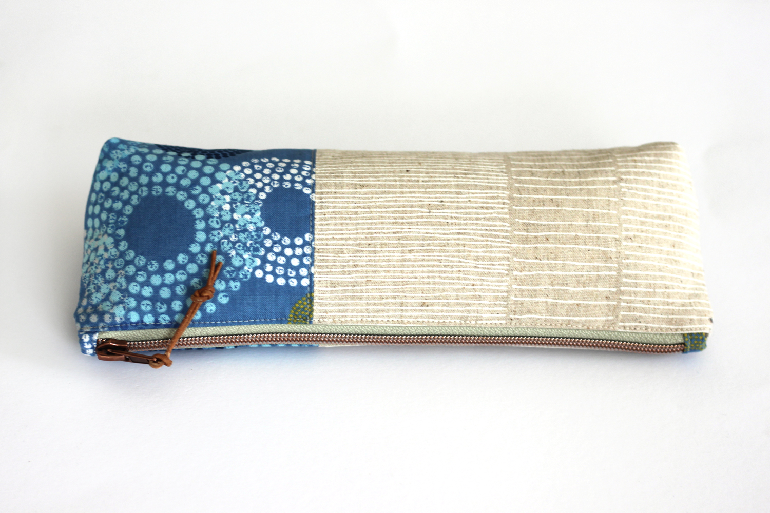 The heavy texture of Zen Chic's Mochi Linen make it a perfect choice for projects like pencil cases, glass cases, handbags, and a ton of other home decor and accessory possibilities. This nice little bag is uses the  free pattern Canvas Pencil Pouch from Noodlehead .