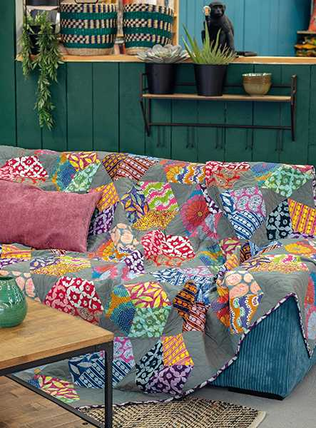 Artisan-Floating-Blocks-Kaffe-Fassett-quilt-patchwork-magazine-simply-moderne-17-summer-2019-443x600.jpg