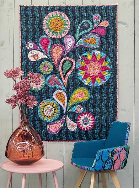 Midnight-Flower-Dance-Robin-Long-quilt-patchwork-magazine-simply-moderne-17-summer-2019-443x600.jpg