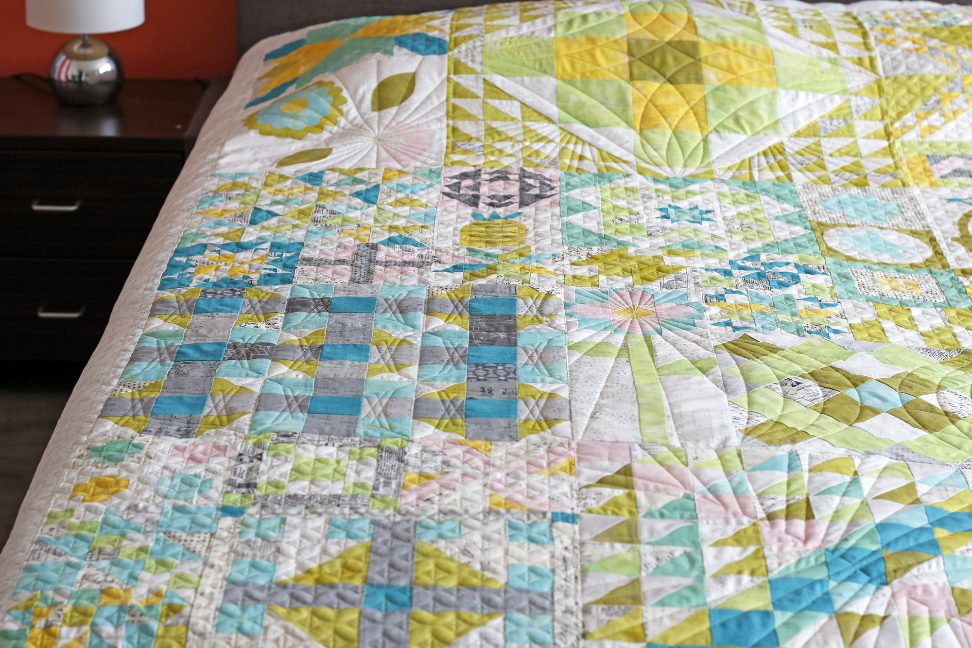 Radiating lines custom quilting. Stitched in Color.jpg