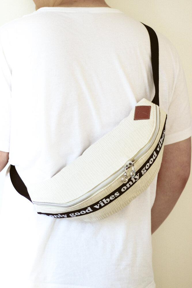 Fanny packs are making a come back!… And Mochi Linen from Zen Chic is the perfect choice for this fun project using a free pattern from Milliblu's.