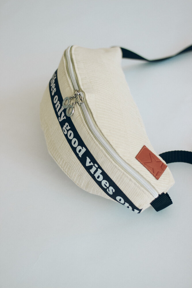Create this unique, stylish fanny pack with Zen Chic's Mochi Linen and a free pattern from Milliblu's.