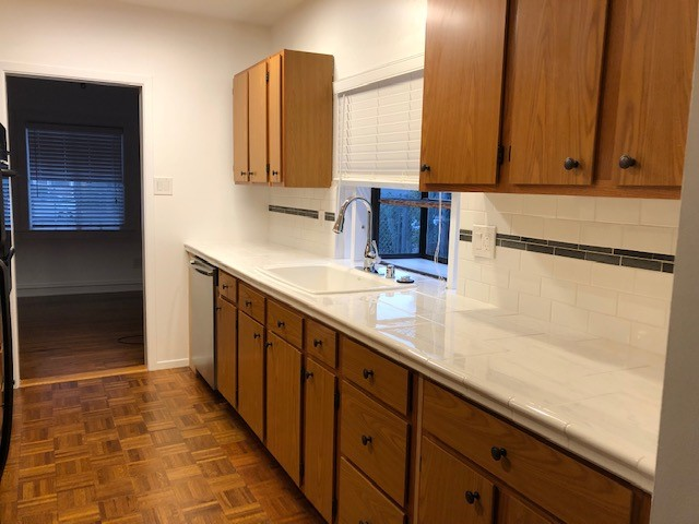 31 - Kitchen4.jpg
