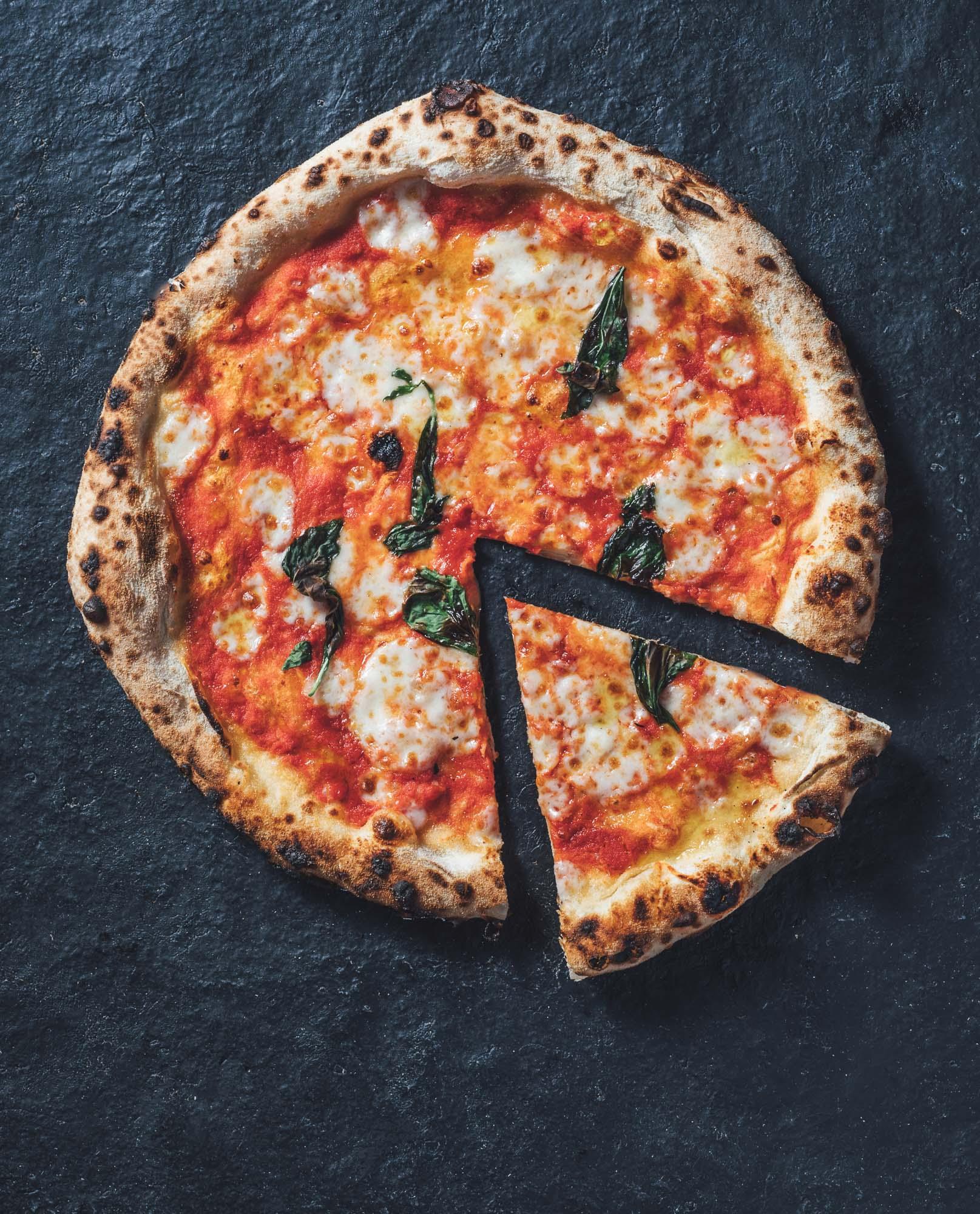 Wood Fired Margherita Pizza at The Navigation Inn pub and restaurant in Cosgrove near Milton Keynes.jpg