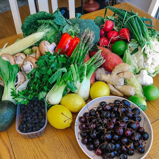 Farmers market haul 🌈🌱✨. So happy 🤗. . . . . . #farmersmarket #plantbased #cleanfifteen #dirtydozen #eattherainbow #plantpower #plantpowered #fueledbynature #fueledbyplants #vegan #veggie #eatyourgreens