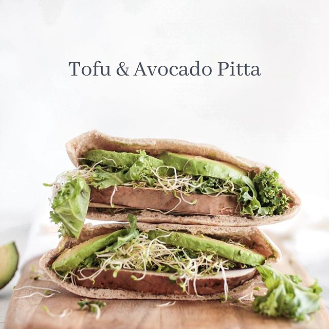 Tofu & Avocado Pitta.  Find some good quality Organic firm tofu. The smoked Tofu by the company @tofooco is delicious and sadly doesn't exist here in Portugal, but if you're in the UK they stock in Waitrose/Ocado delivery.  You can sprout your own seeds, super delicious and nutritious. (Post about sprouting to follow!) but again you can buy pre-sprouted at most good health shops, they're also really cheap. Probably the cheapest 'health food' there is out there.  Along with your sliced tofu,slice up a good looking avocado, a few lettuce leaves, stuff in a wholemeal Pitta and voila!  Here's my go-to creamy, garlicky, sauce of deliciousness recipe that anyone can make super quick. You just need to make sure you have a good blender, a Nutri bullet will do the trick. Blend the following : ✅1 tablespoon Tahini ✅1 cup pre-soaked Cashews ✅2 cloves fresh minced garlic ✅2 tablespoons Nutritional yeast ✅1 tablespoon maple syrup ✅1 teaspoon salt ✅Warm water to get to the desired consistency  Add the water slowly at the end until you get to the consistency you want(I like it quite thick like a mayo). You may need to scrape down the sides until the cashews are fully blended. The longer you have soaked the Cashews the easier it will be to blend.  If you have any questions hit me up in the comments.  Enjoy!
