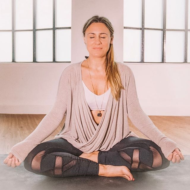 """There is nothing more important to true growth than realising that you are not the voice in your head - you are the one who hears it""- Michael Singer ⁣ ⁣ Before I discovered yoga and meditation 🧘🏾‍♀️ being in my body was challenging.⁣ ⁣ No peace really- lots of craving external stuff for comfort and joy. Something to ease the unease I was feeling 😩⁣ ⁣ The practice of yoga and meditation is just that, a practice. It takes time to cultivate. I hear so often from people that they can't meditate because their mind is just too crazy🙅🏽‍♂️well that's exactly the point. It's the same as when people say they can't practice yoga because they're not flexible, that's exactly the point. How do people become great meditators🤷🏼‍♂️, they practice meditation, how do people become more flexible🤷🏻‍♀️, they take the time to practice stretching. ⁣ ⁣ So back to meditation🙇🏼‍♀️, years of not doing it leads to lots of noise. Lots of noise, it builds up. We become so accustomed to the chatter inside our heads we start to believe that is us. But it's not- we are the awareness behind it 🤯 this is why the quote from MS above is one of my favourites and still gives me chills. ⁣ ⁣ This realisation for me was everything!!! 💃🏻"
