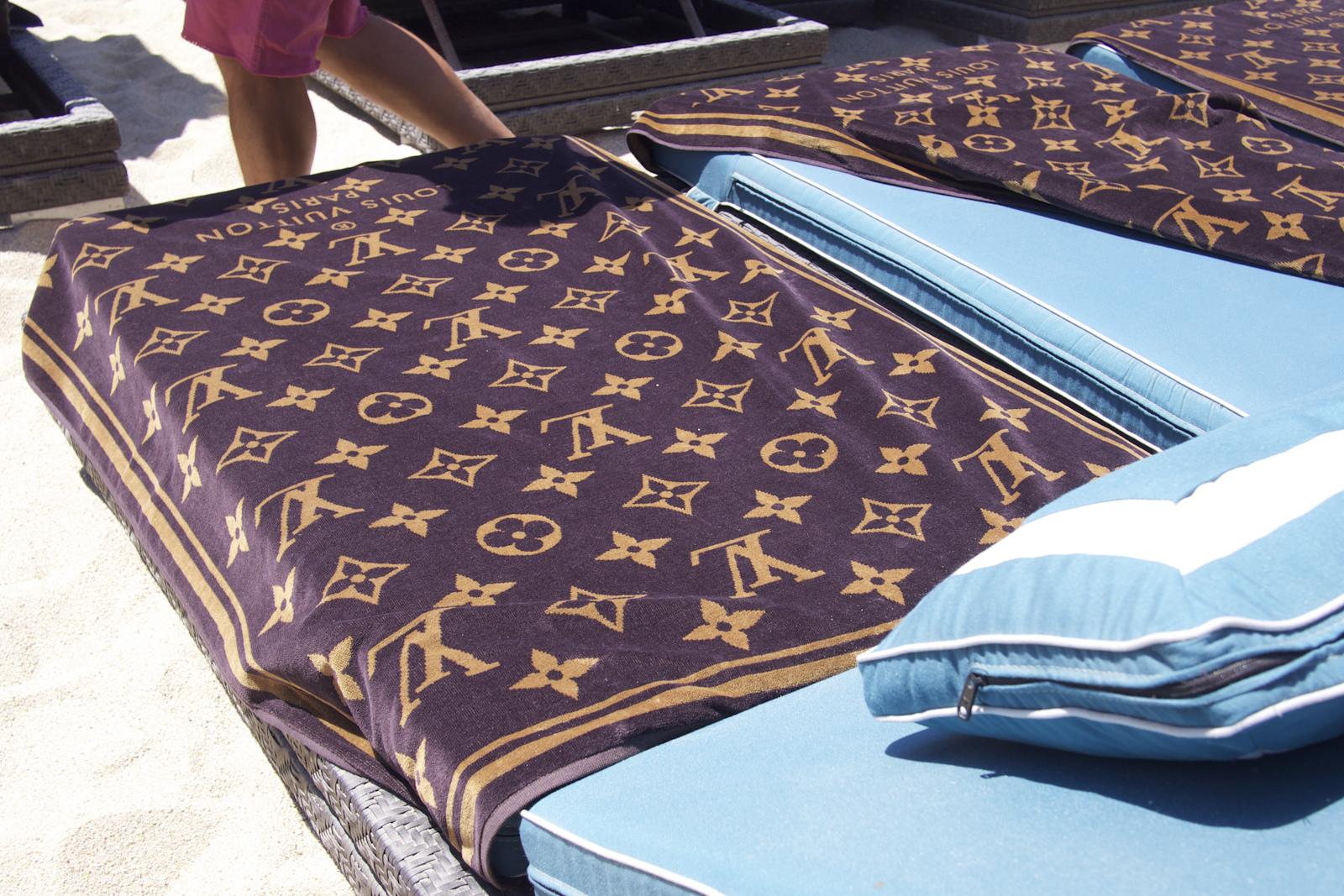 - 1. Imprimeul Louis Vuitton (și altele ca el)