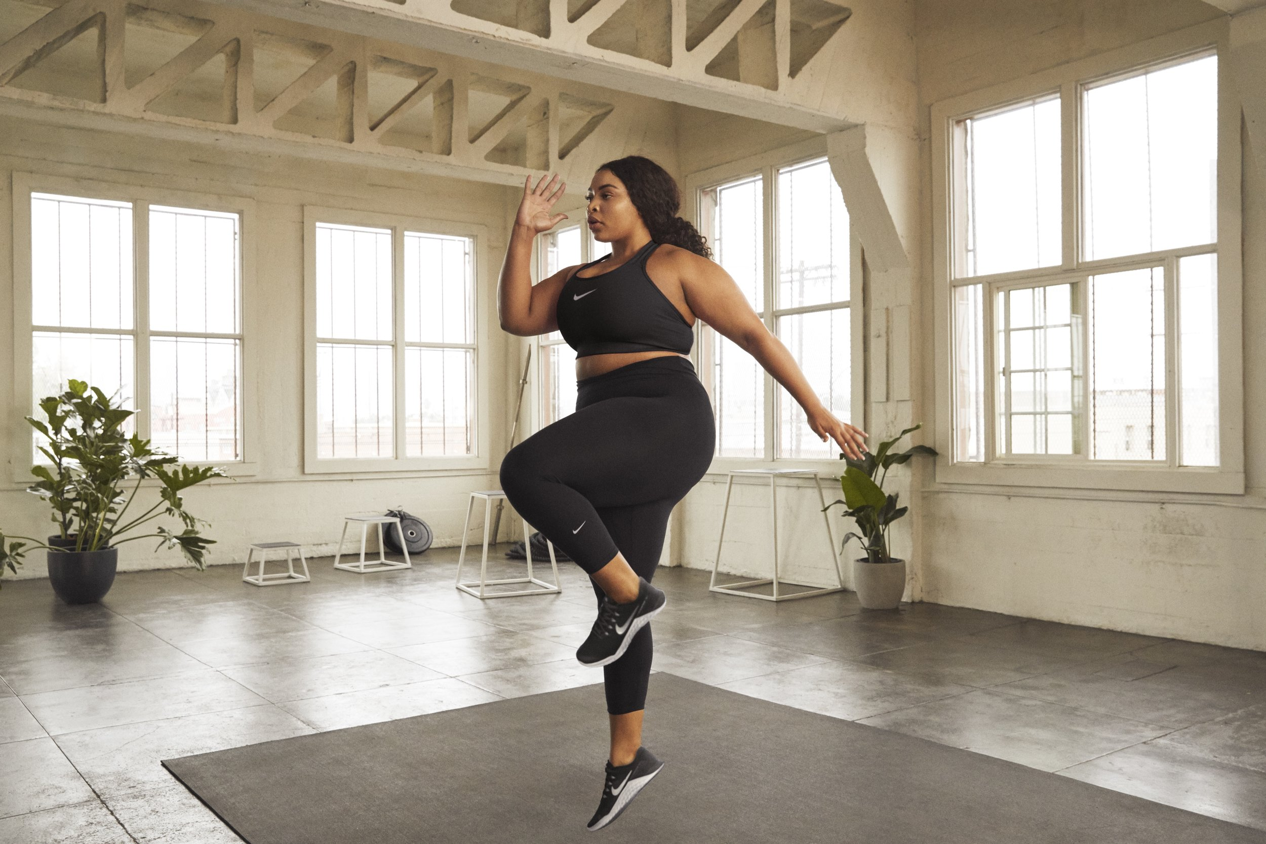 SP19_NW_PlusSize_NA_BRAS_TIGHTS_Look1_0171_02.jpg