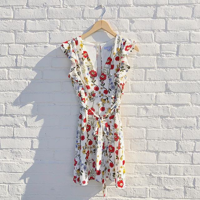 Cute Spring florals have us wishing for warmer weather! Freshen up your wardrobe with new fashion arrivals, 30% off all month long!  #springfashion #springflorals #springdress #romper #daisies #markdownmadness #facesmainstreet