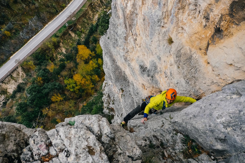 Simone Enei climbing