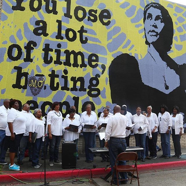 A huge thanks to the @heritage_choir for such a special performance at @ebbandflowfestival in front of the crocheted mural of #MarianAnderson by @oleknyc as part of @loveacrosstheusa 🌟❤️🎼 #ebbandflow #festivalweekend  #flowthefestivalapp #gowithflow #votewithflow #downloadflowbr #artscouncilofgreaterbatonrouge #batonrougeartists #ebbandflow #festival #artfestival #localartists #localart #supportlocalartists #buylocalart #louisianafilms  #artflow #ebbandflowfestival #ebbandflowfest #festivals #livemusic #publicart #songwriters #nationalpoetrymonth #louisianafestival