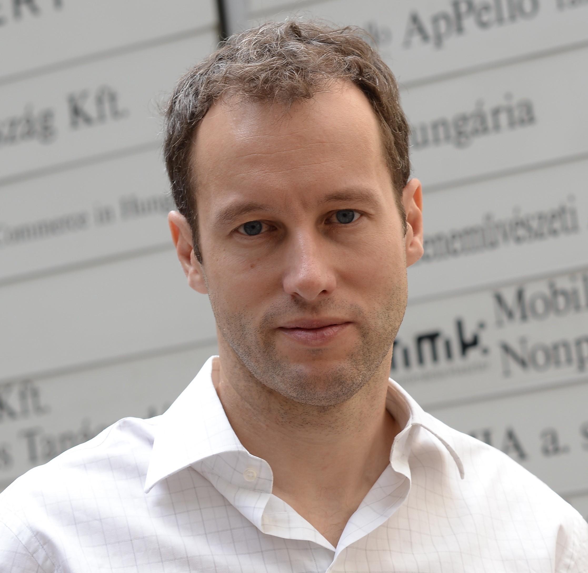 Málnay Barnabás   partner, cofounder  Smartware.Tech & WS