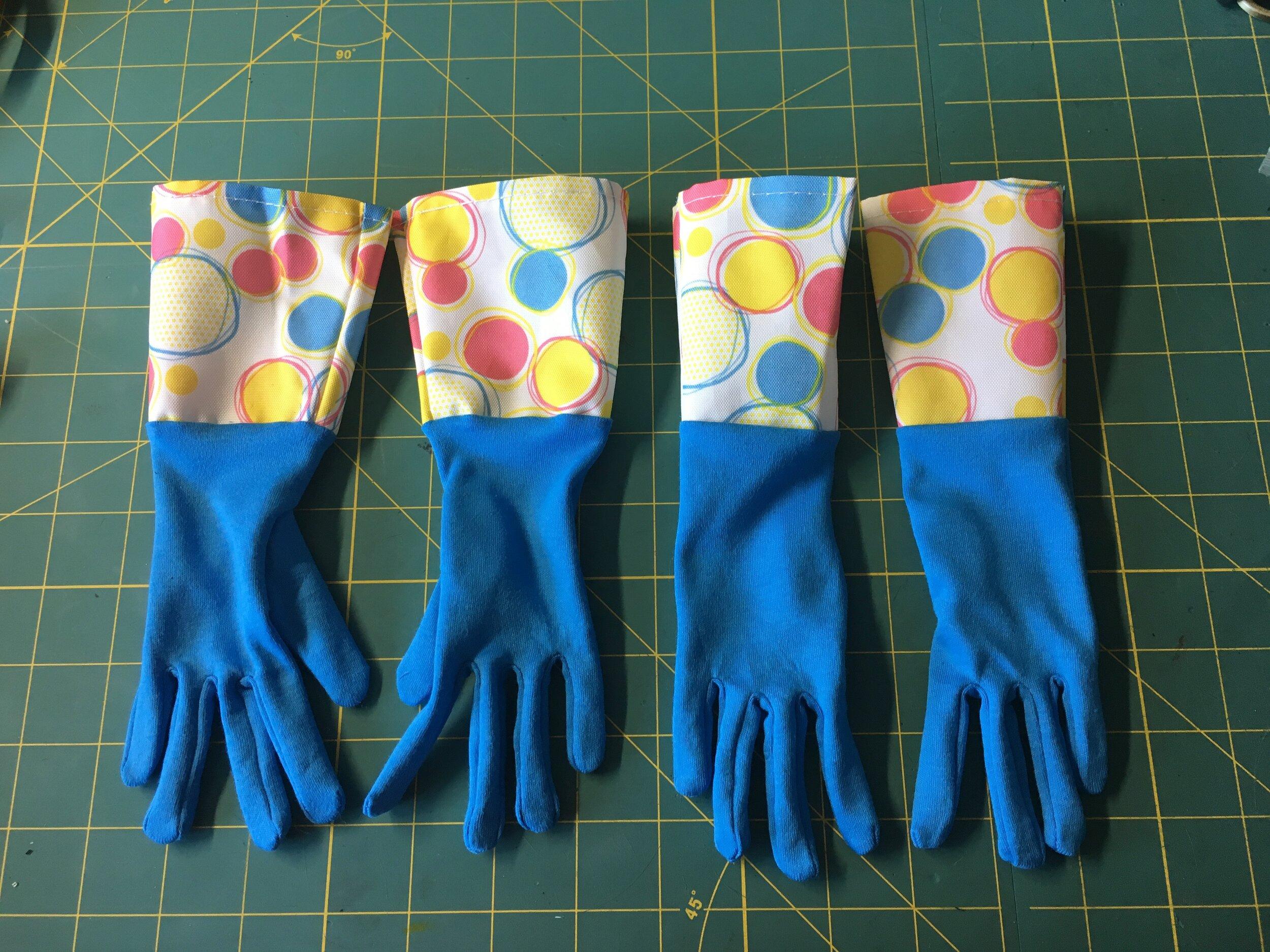 Sunny Baudelaire - Kitchen Gloves (S2)