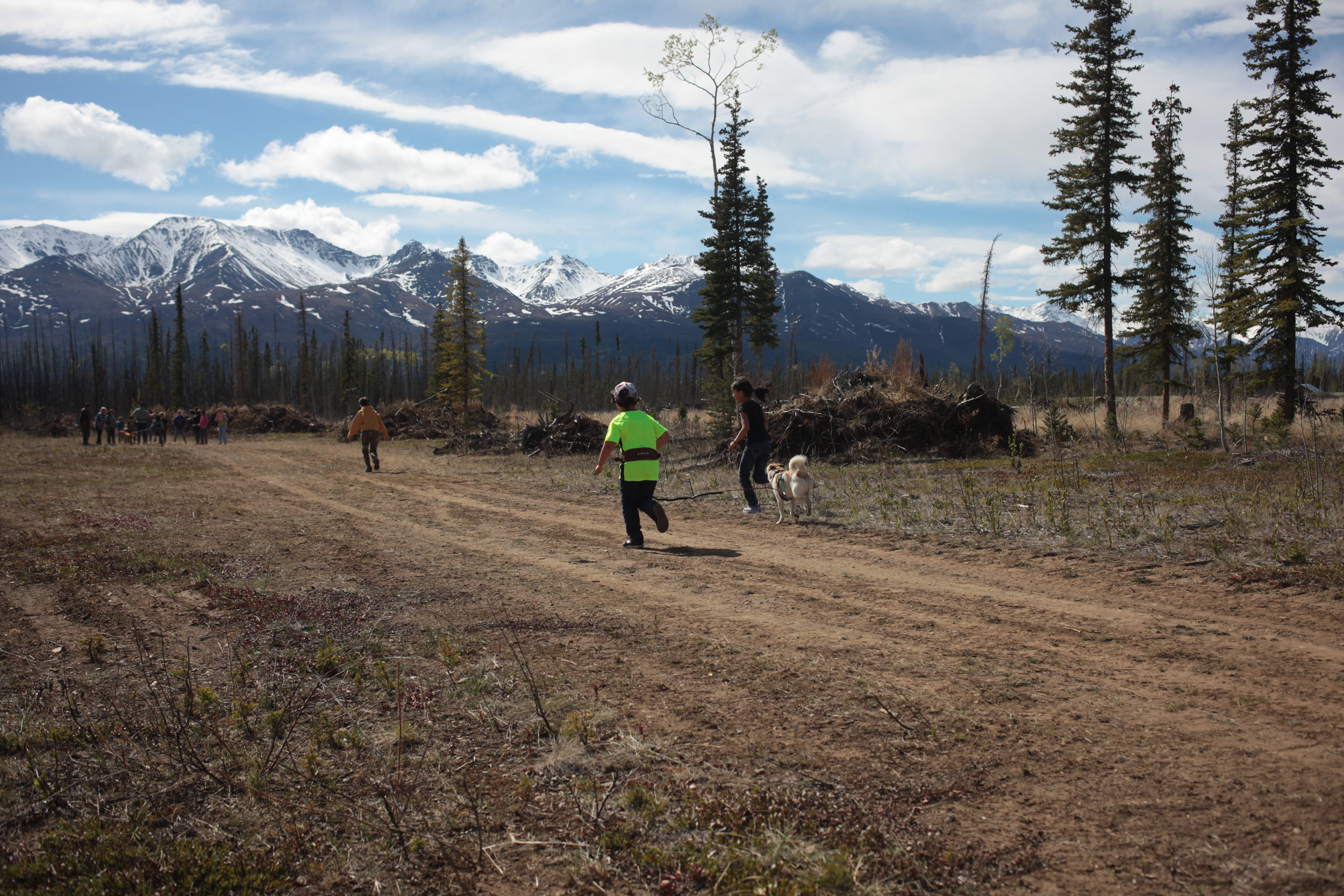 Eagle & Tanacross students run with dogs.