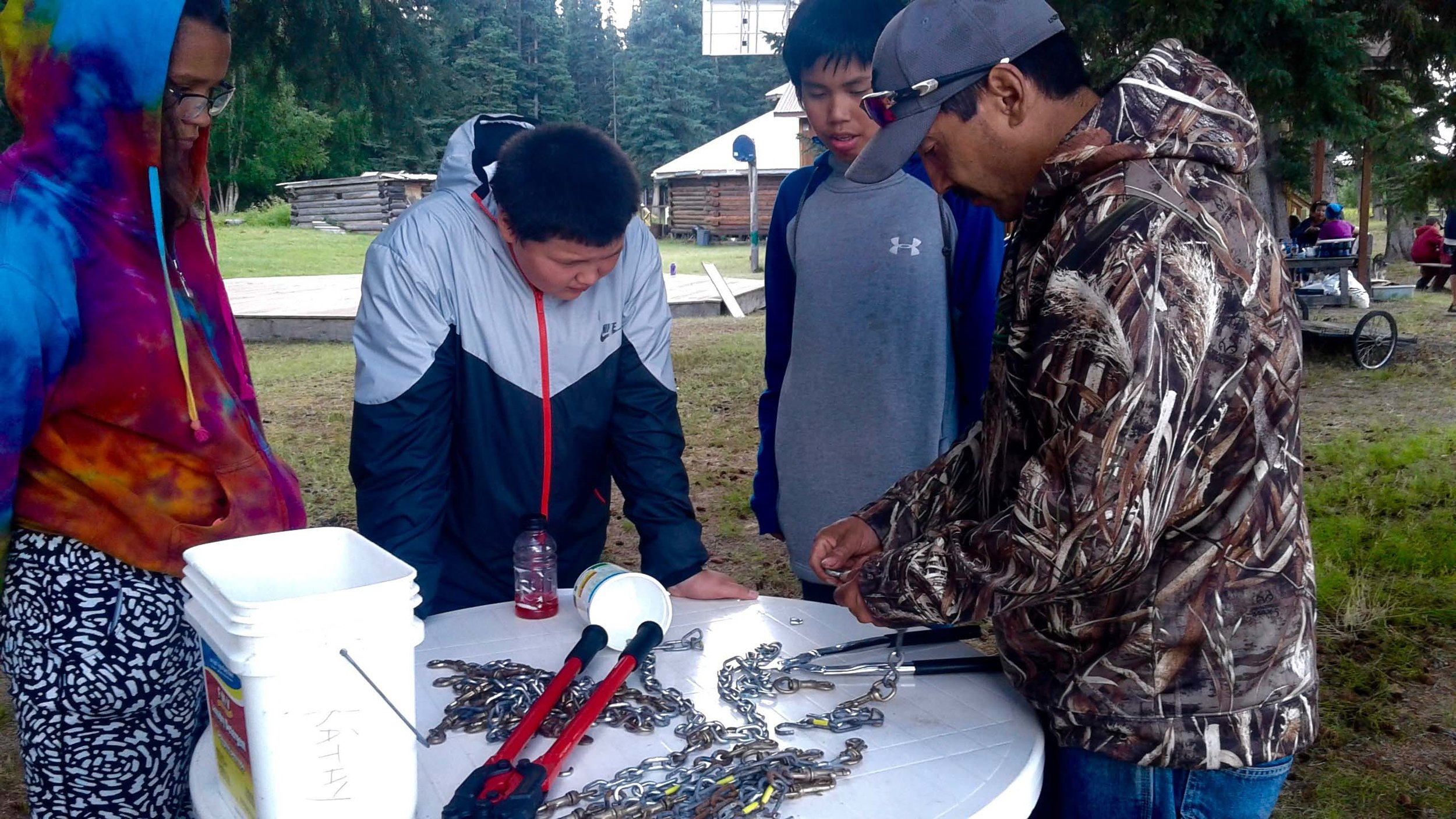 Dog musher teacher shows students how to make chains.