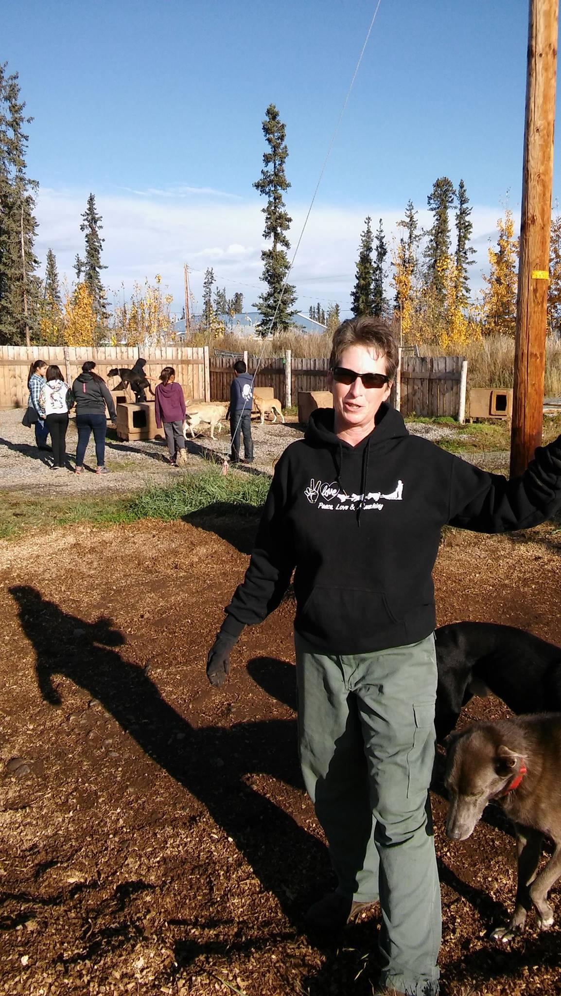 Roni Noonan-Agre and students in dog yard.