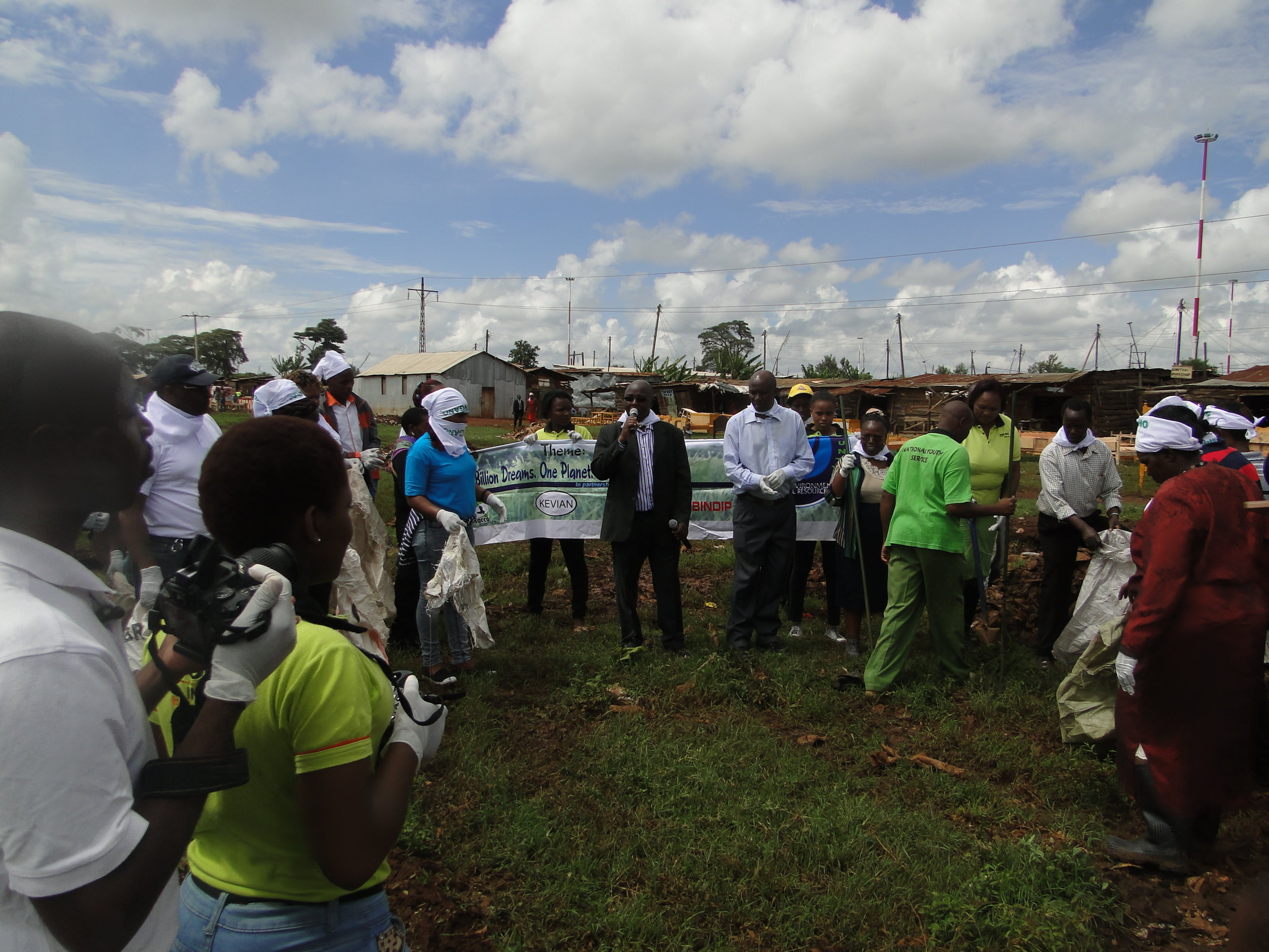 Kiambu County government officials launch the Public Private Partnership clean up Exercise in Kiandutu Slums, Thika.