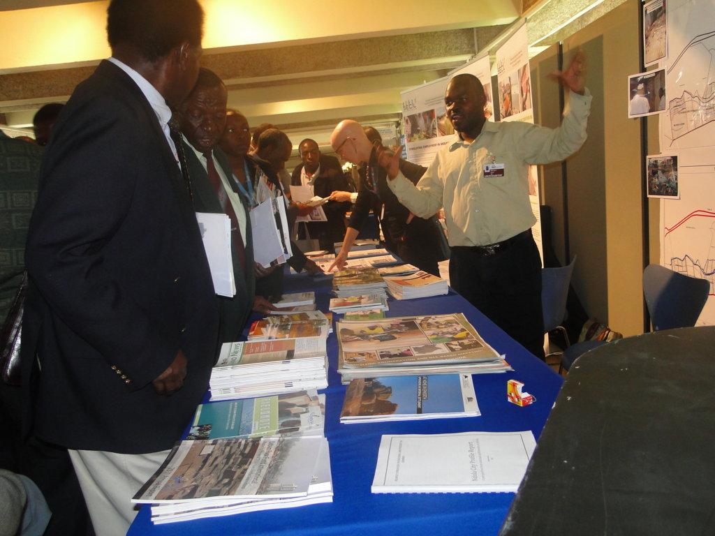 Edwin Simiyu, SDI Kenya, takes guests through the SDI information