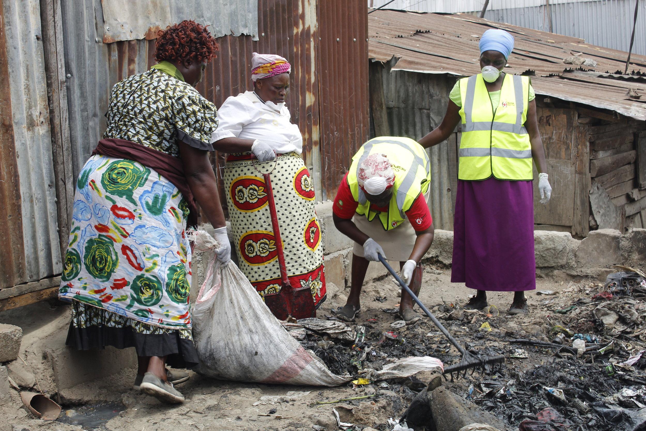 A Mukuru community clean-up. Photo: Muungano KYCTV (Mariah Mumbi)