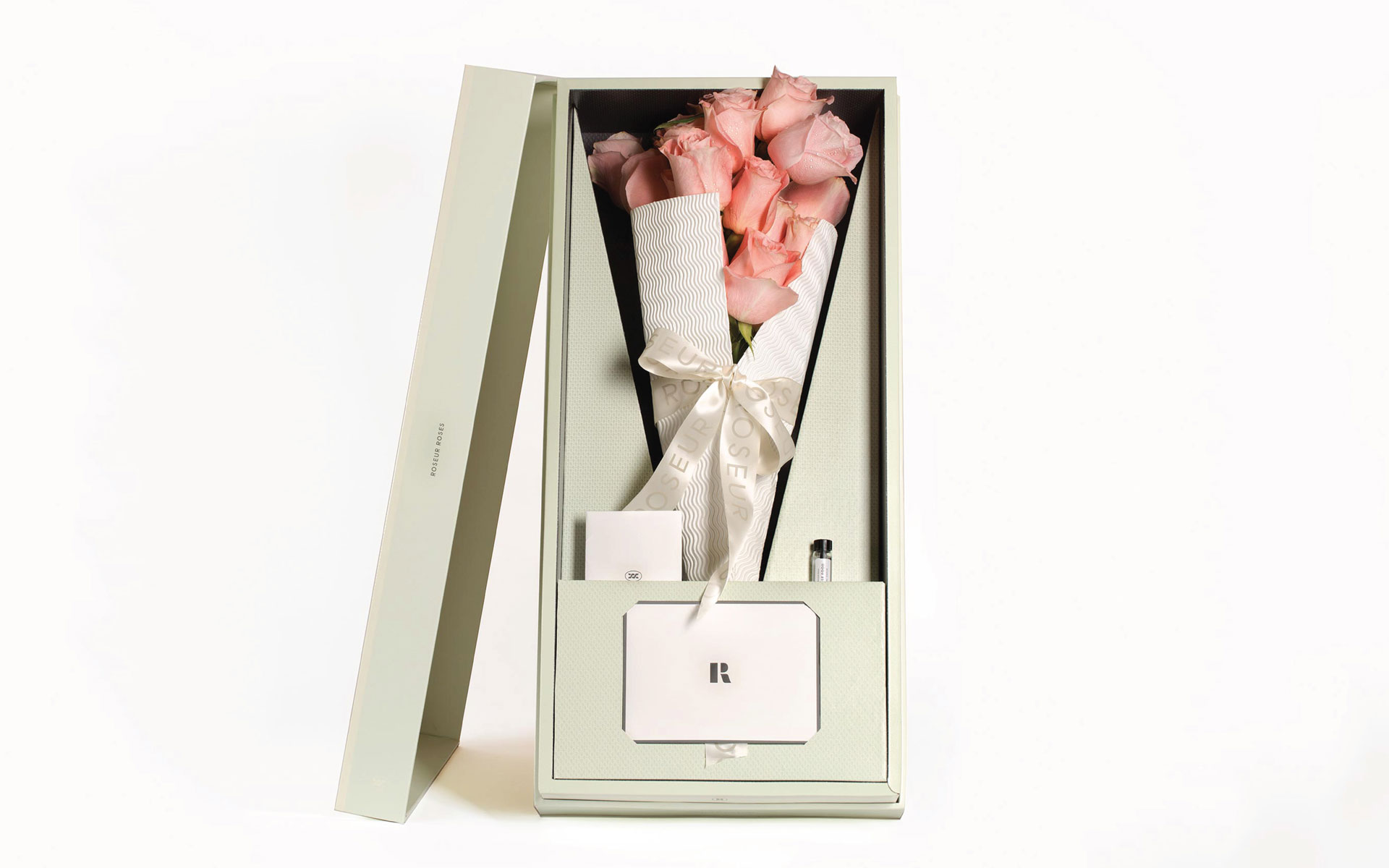 Creative_Retail_Packaging_Custom_Luxury_Packaging_Design_Roseur_flowers.jpg