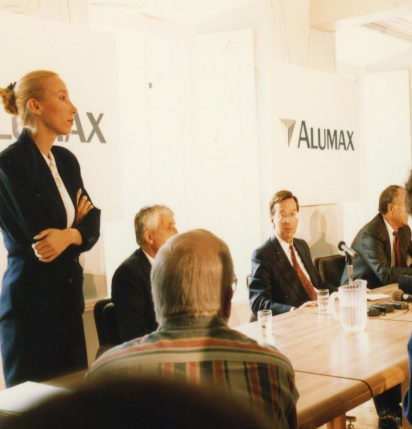 With the CEO of Alumax and the former Premier of Quebec, Canada announcing a 1 billion$ investment to build a new plant.