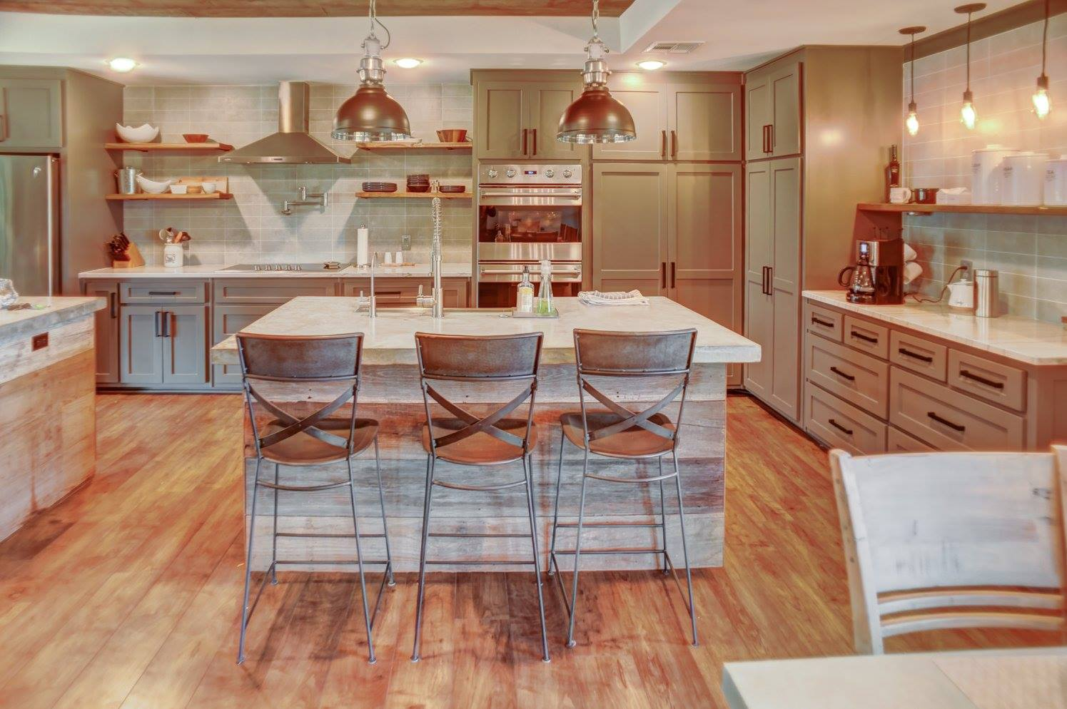 The famous 2-island kitchen -