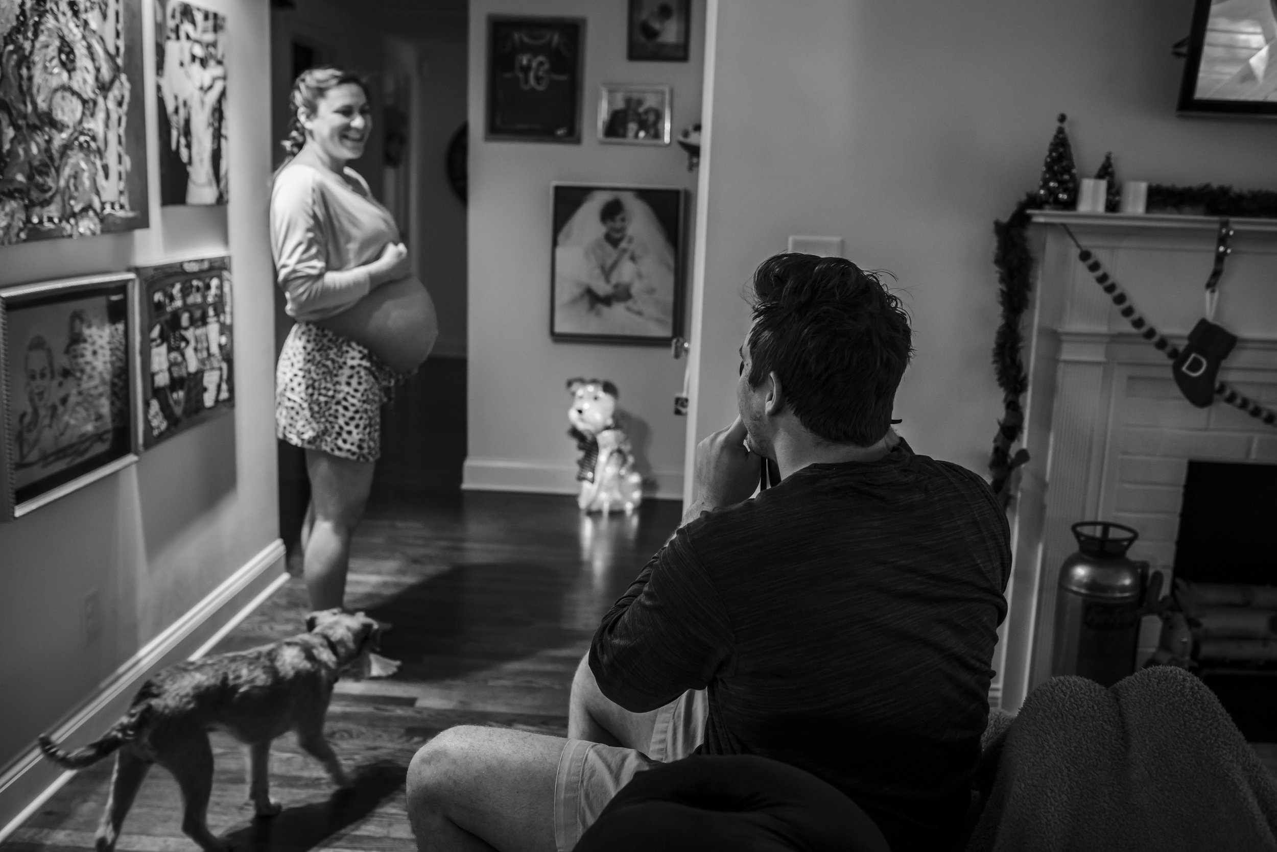New dad takes picture of his pregnant wife at 40 weeks gestation.