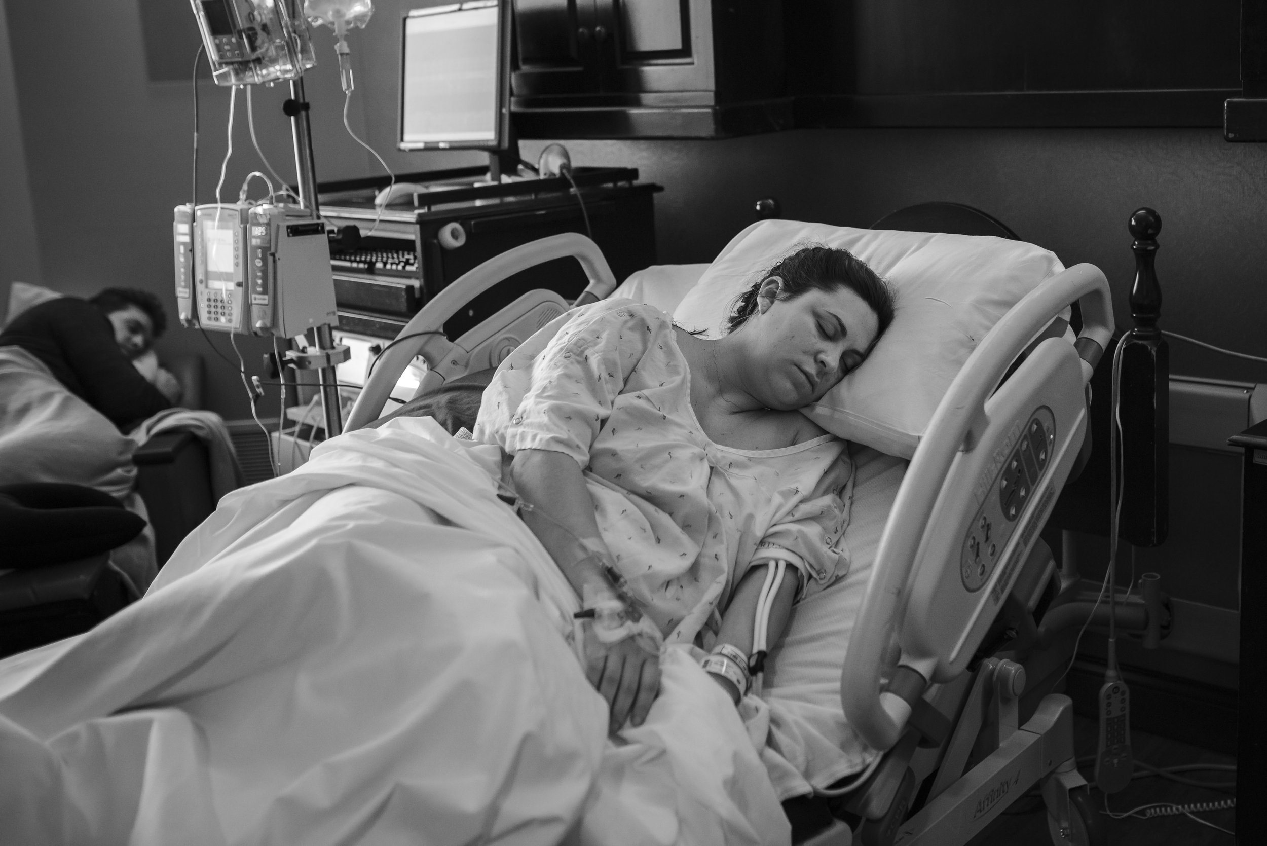 mom-sleeping-with-epidural