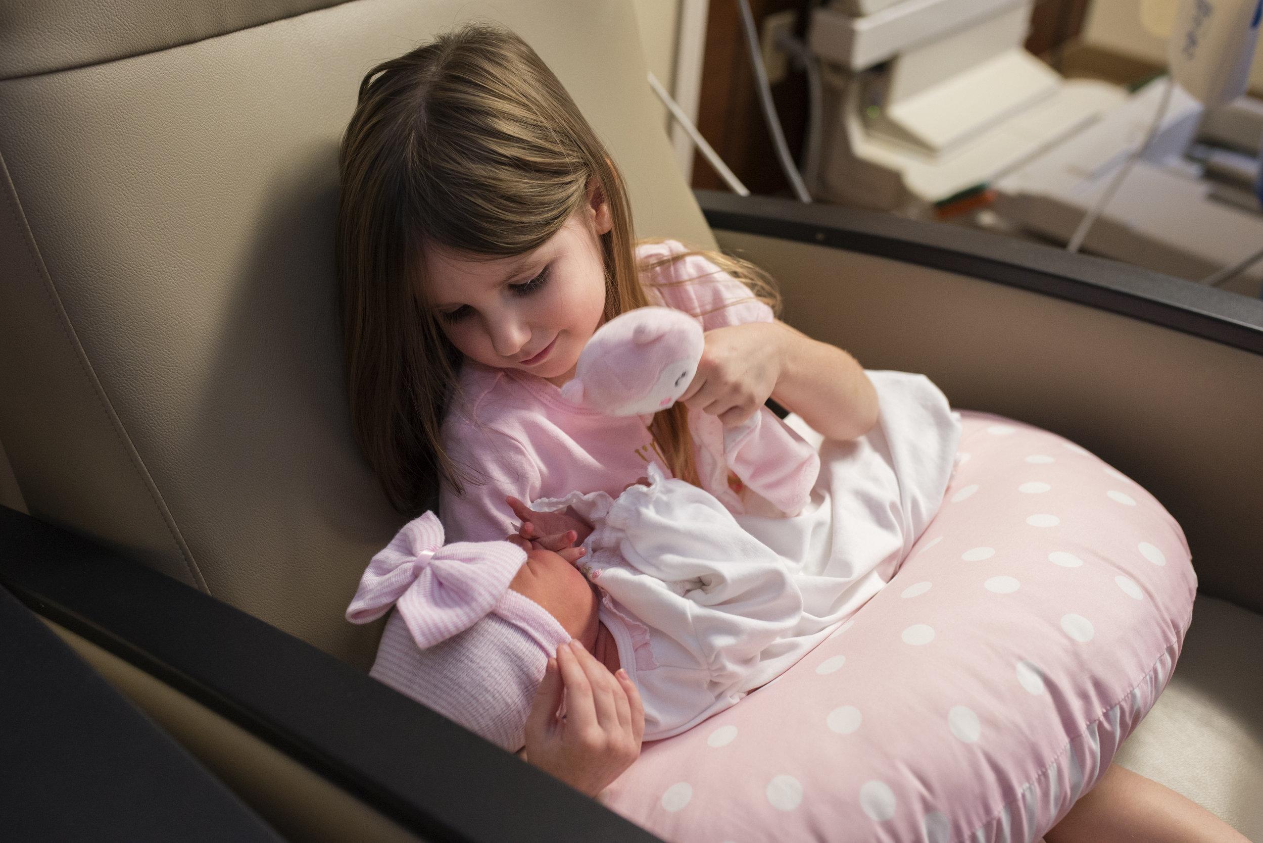 big-sister-holding-newborn-st-vincents-jacksonville