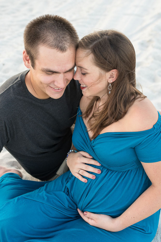expecting-family-snuggles-on-jacksonville-beach