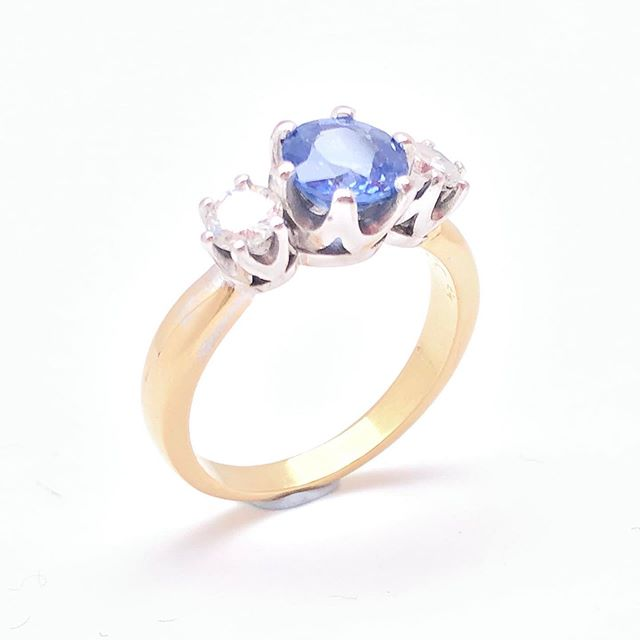 A lovely cornflour blue Ceylon Sapphire and diamond engagement ring remodelled for a lovely client! The transformation from 90's bezel set to claw set was amazing. #sapphire #ceylonsapphire #diamond #rbcdiamond #18ct @candcojewellery