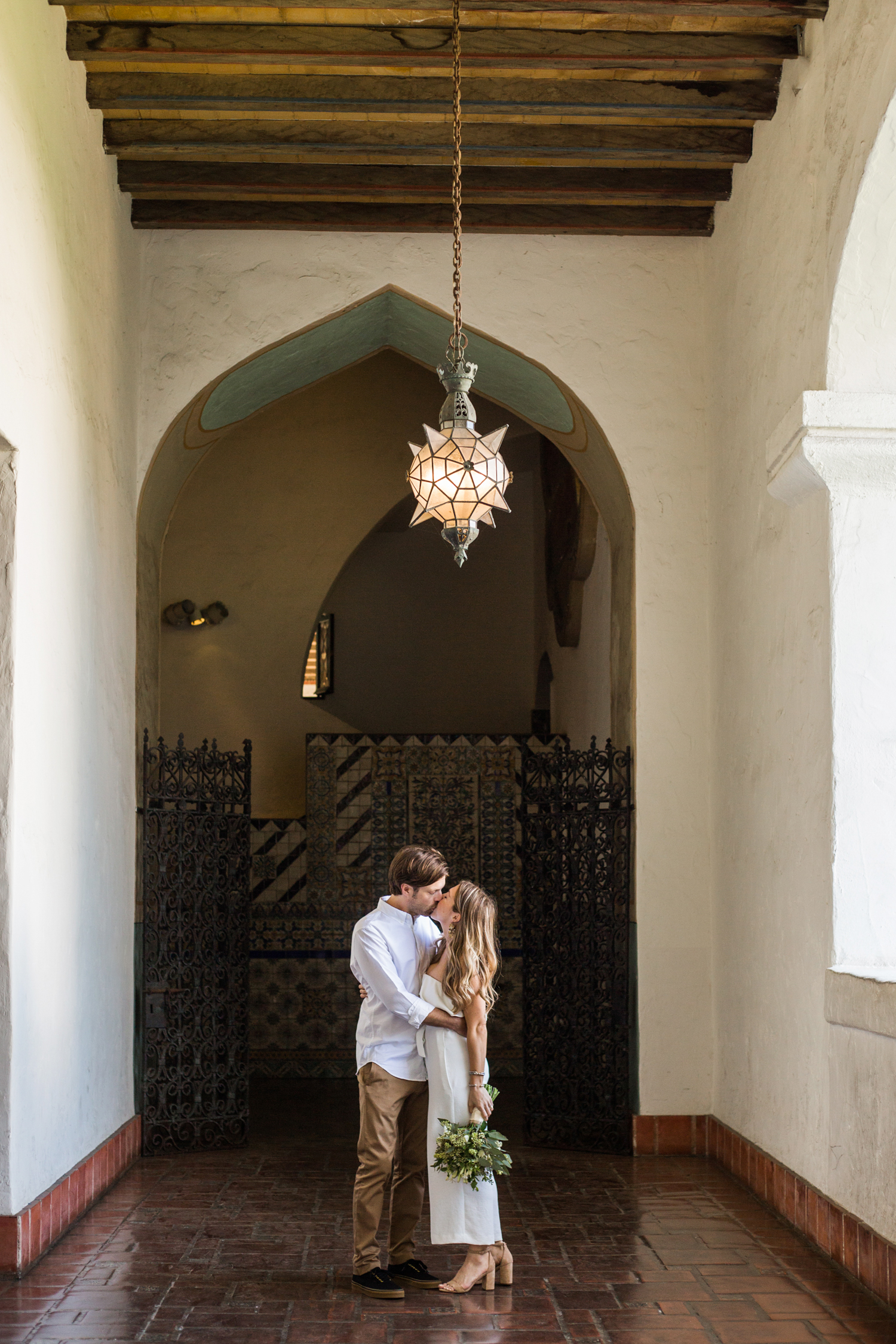 Relaxed elopement Santa Barbara Courthouse