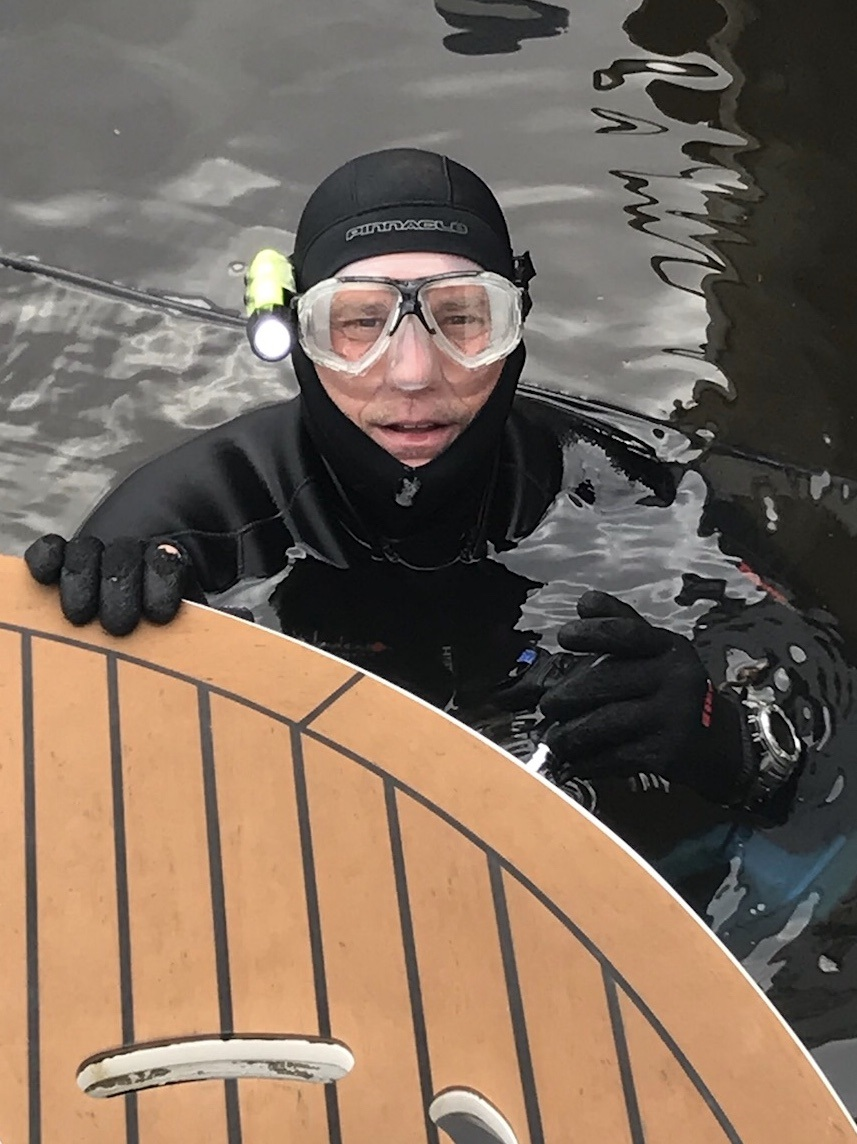 In-Water Hull Cleaning and Bottom Cleaning