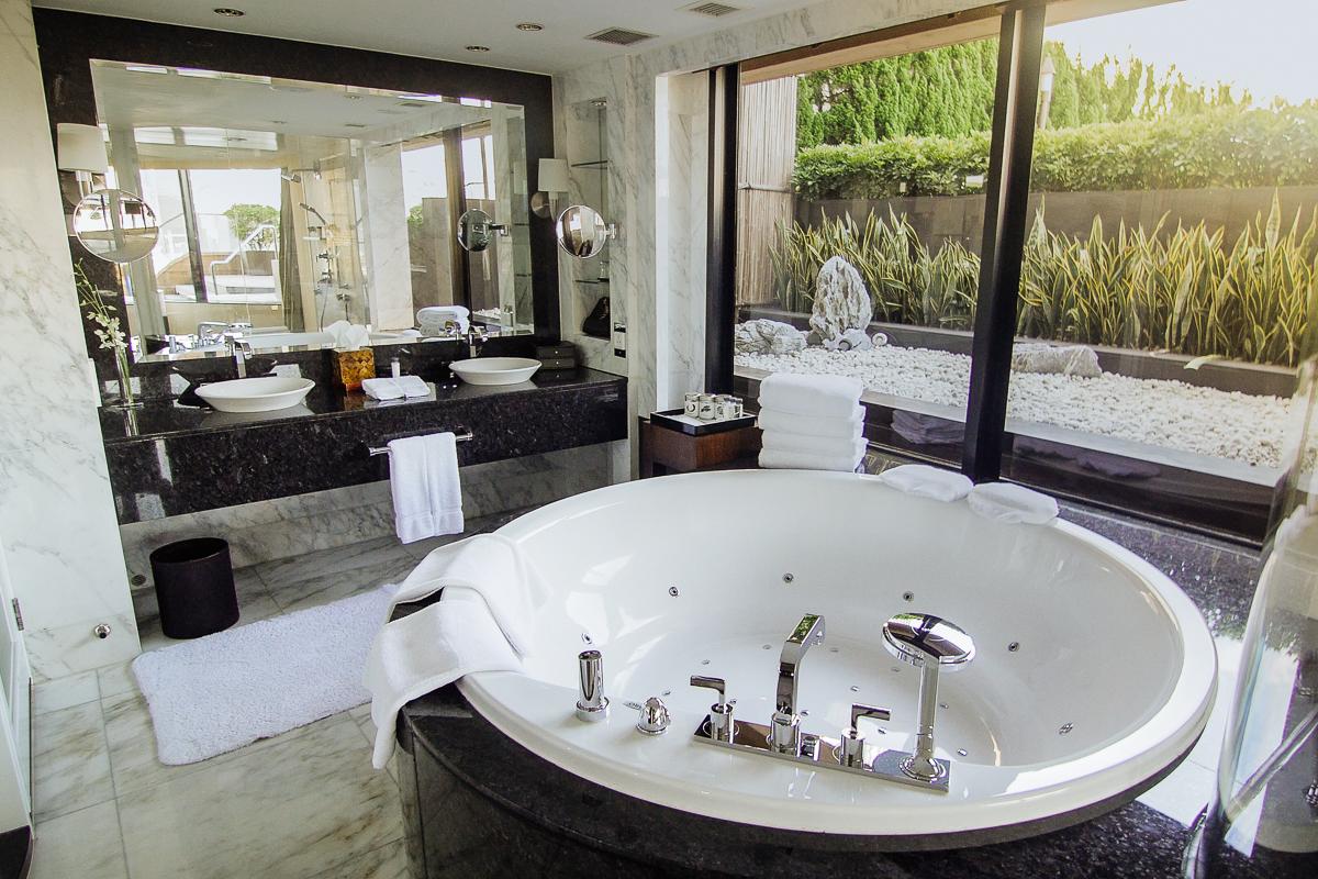 InterContinental Room Bathroom