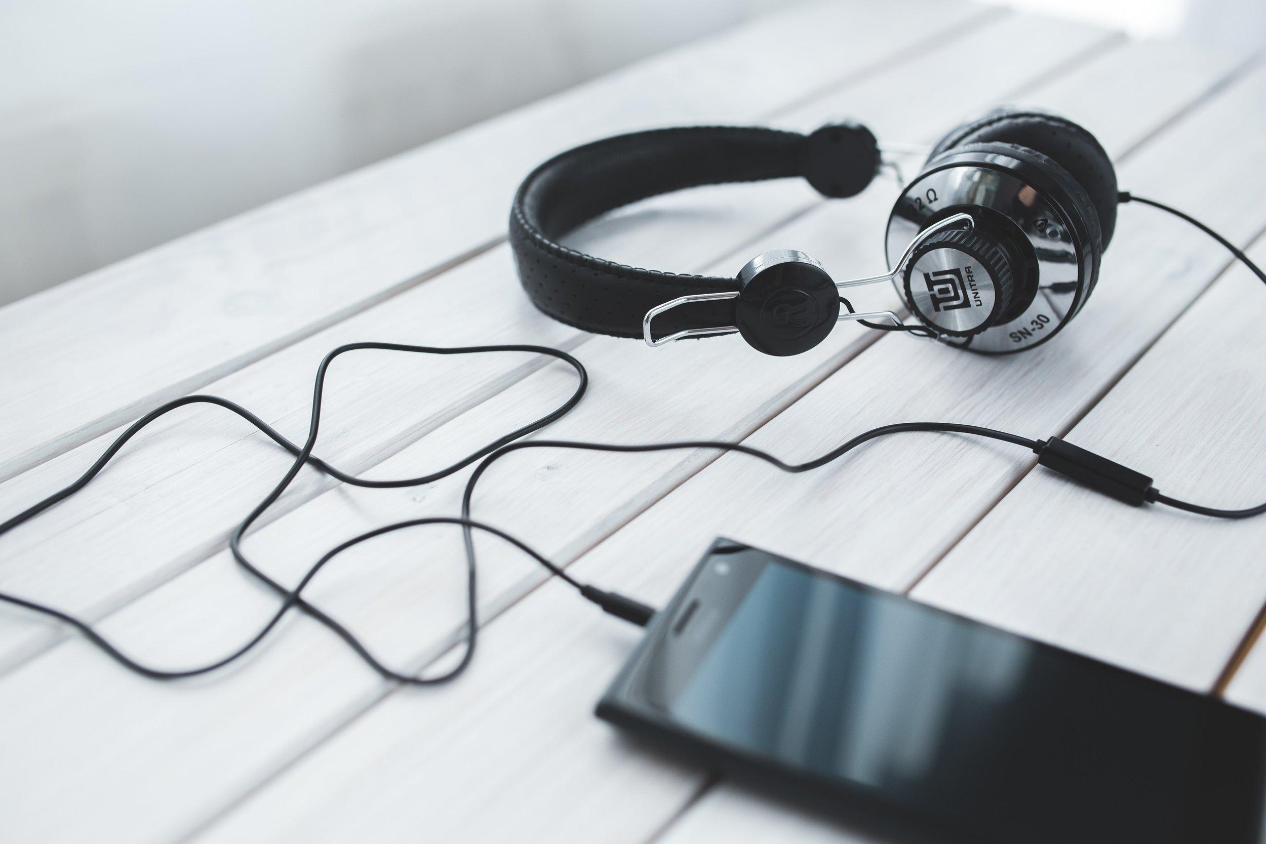 entertainment-headphones-listening-6319.jpg
