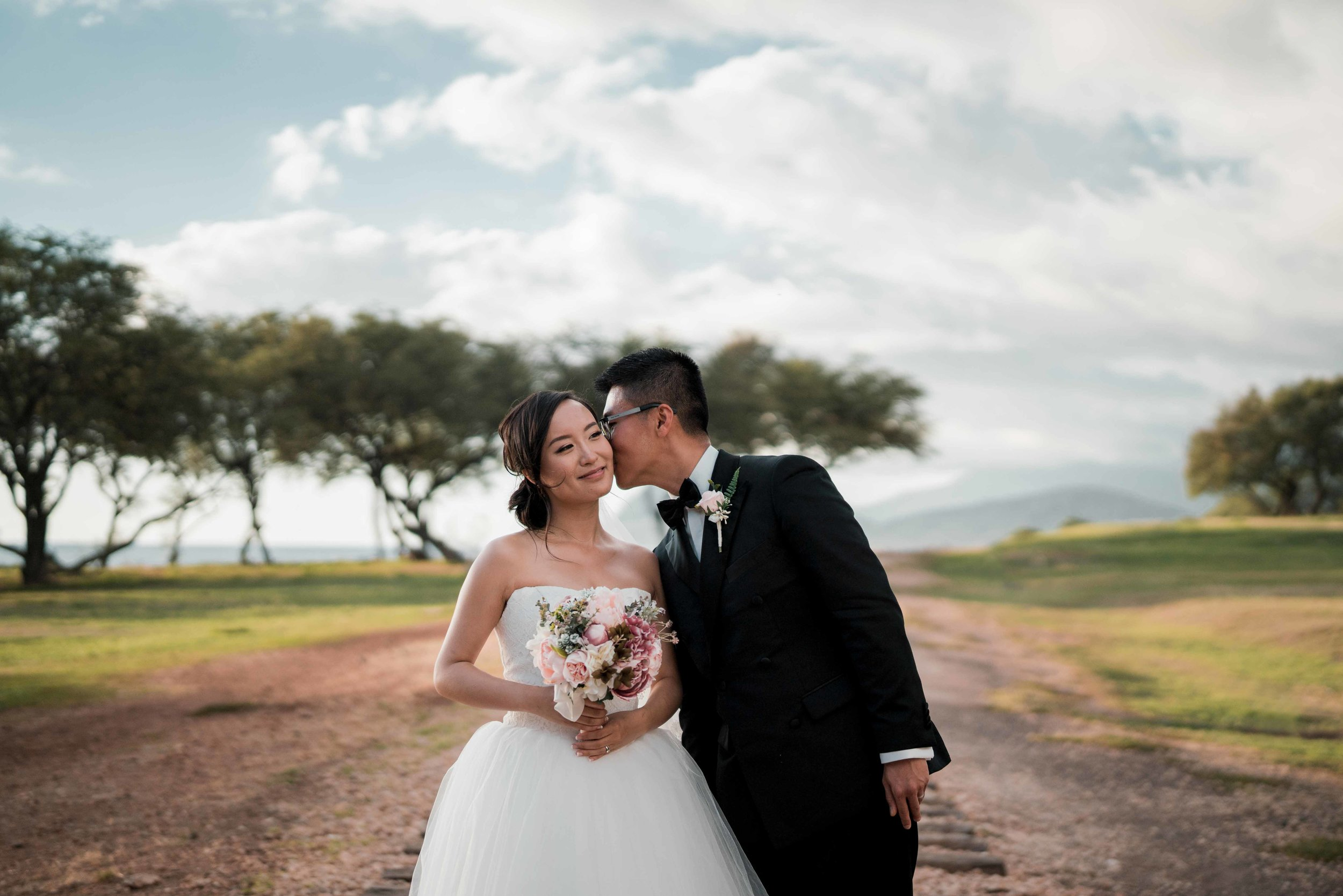Hawaii Wedding Photographer Toshi Takahashi Paradise Cove Chapel Photo-3.jpg