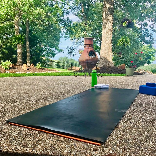 Pool Side Yoga ♥️ Time to connect.  Time to breathe.  Time to move.  Time to let go.  Time to receive.  Time to feel.  Time to express.  Gratitude for this moment. 🌳 Thank you.  Thank you again. 🙏 What are you grateful for today? • • • • • •  #grateful #gratitude #worldchanger #impactpreneuer #yoga #naturelovers #outdoorsyoga #thankyouagain #globalbodyhealth #kristitayloryoga #epicoilhacks #epiclife