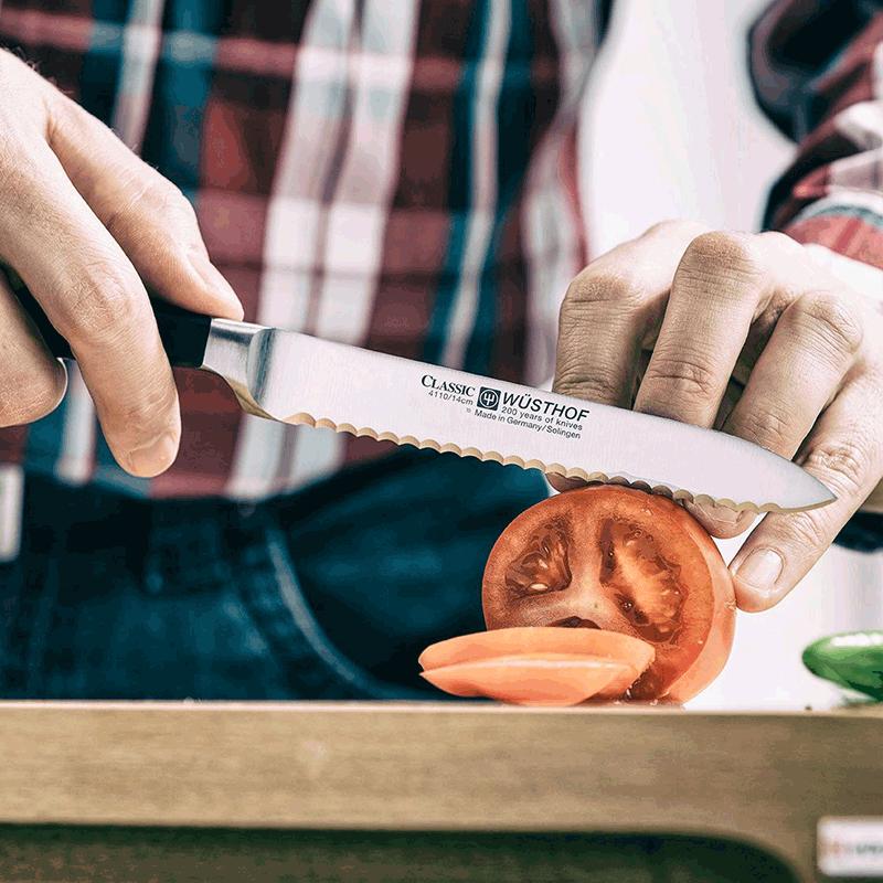 LEARN BASIC KNIFE SKILLS >