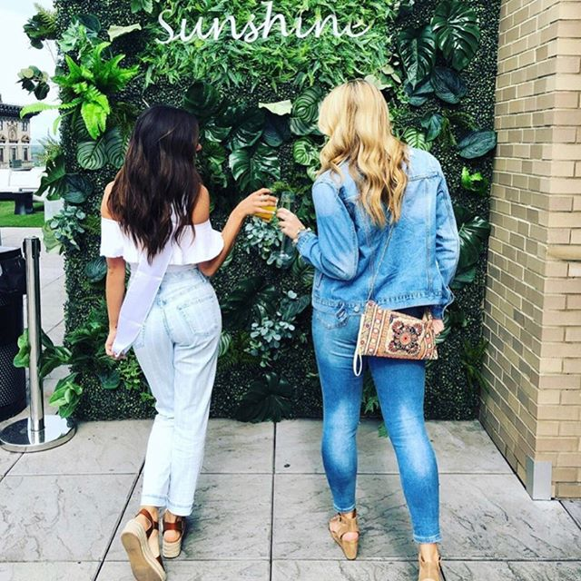 Take a walk into your very own urban oasis 👯♀️☀️🌻