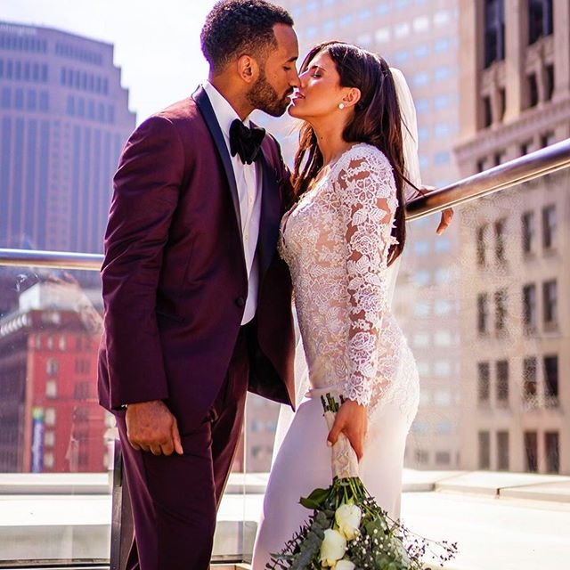 Rooftop wedding season may be coming to an end, but next year's bookings are only beginning. Take your big day to the next level. . . Contact info@metropolitancleveland.com to start your planning 📝❣️