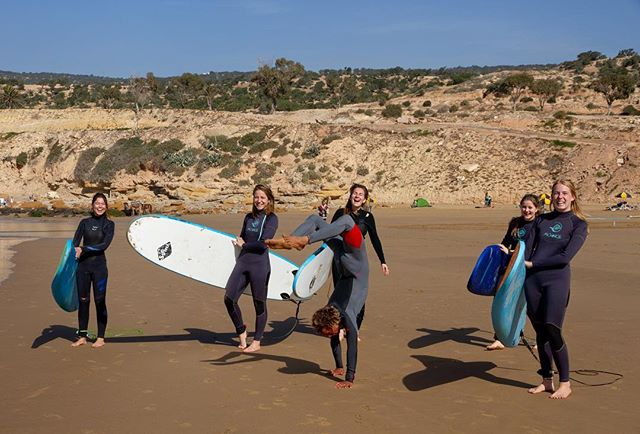 Surf & yoga & fun, we got that covered.  Here's our ISA coach @ismailkarbd teaching some néw moves... Book now for your epic surf & yoga package in taghazout with @amayoursurf . . . . . . . . .  #learntosurf  #surfer  #surfmorocco  #amayoursurf  #surflife #taghazout  #morocco  #visitmorocco🇲🇦 #surflifestyle  #beachlife #endlesssummer  #yoga  #yogaeverydamnday  #handstand  #beach #surfholiday #yogaholiday  #surfschool  #surfcamp #fun #saltyhair  #saltlife