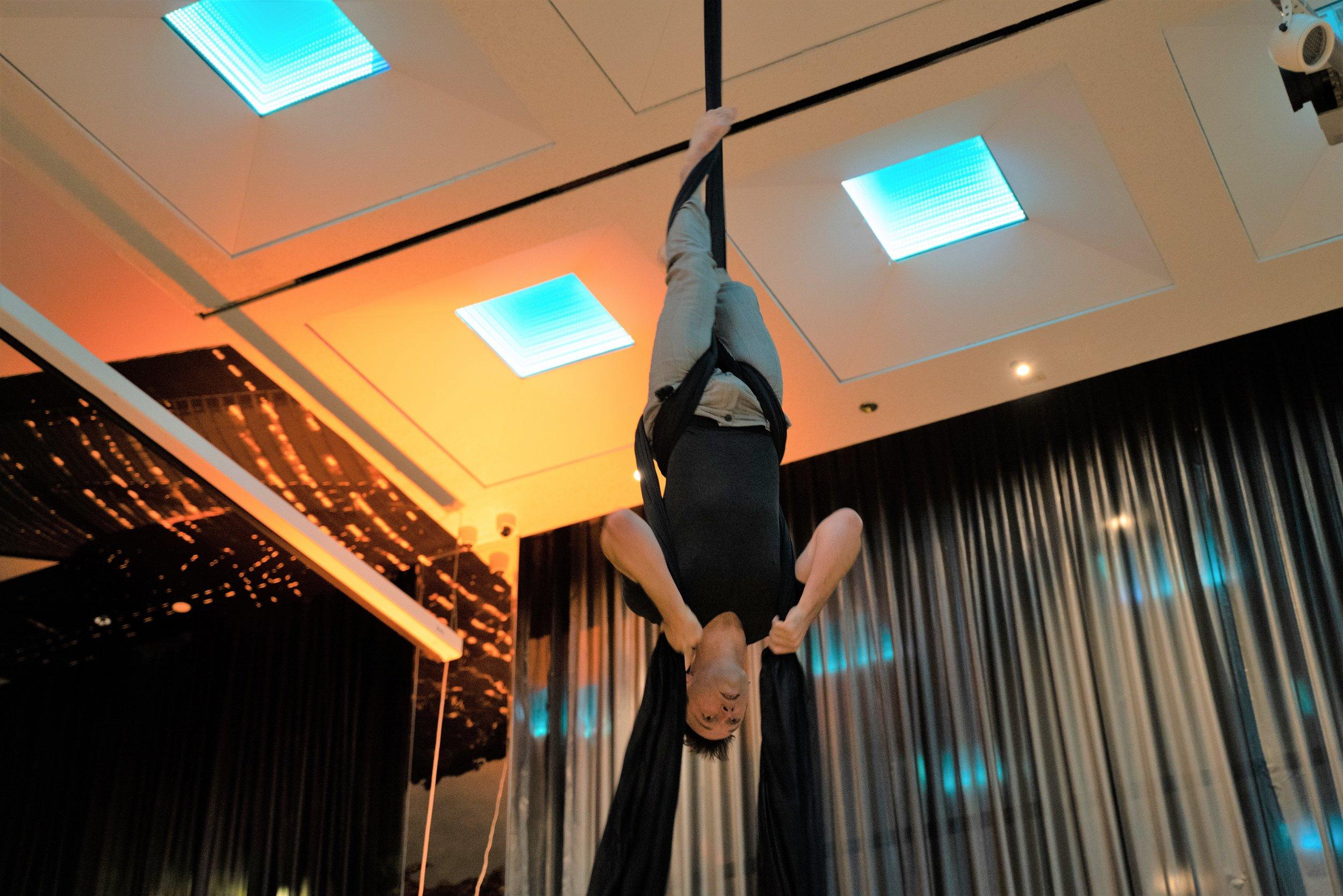 Aerial dancer, Joe Simms