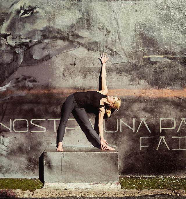✨Happy to teach yoga today at 11 am and 1.15 pm @runbaseberlin ✨ Come and join us! #happysunday 📸 @mikemeyerphotography 🙏🏻