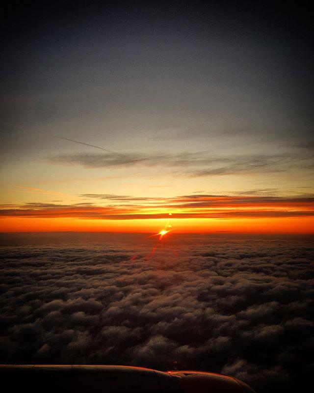 #skyporn 🌅  On my way to #vienna #6am