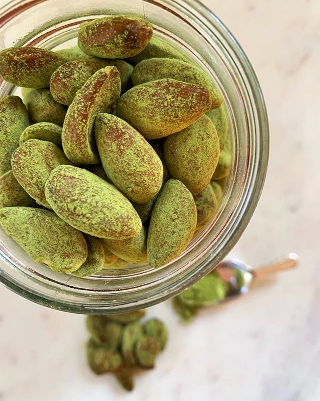 Matcha Covered Almonds on the blog! Tap link in bio for the delicious recipe now 😋💚😋💚 #enrichyourbeing #wildsunwellness