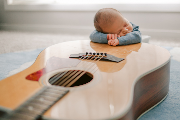 baby-and-guitar-photography-session.jpg