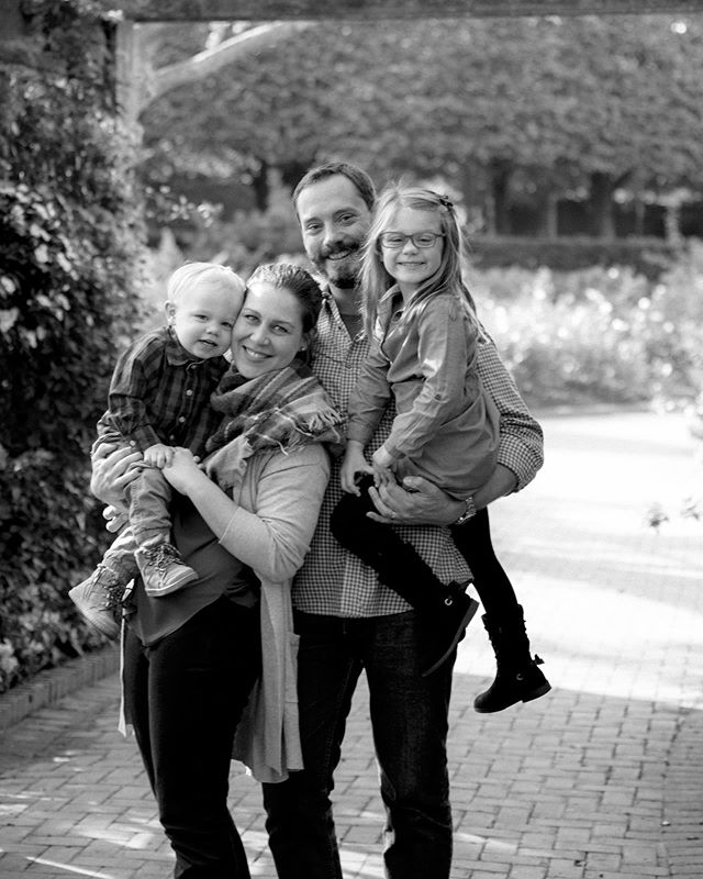 My favorite family and the garden full of flowers on a beautiful fall morning is guaranteed success 😊 . . . . . #northshorephotographer #highlandparkfamilyphotographer #evanstonfamilyphotographer #northshorefamilyphotographer #treasuringlittlememories #let_there_be_delight #hellostoryteller #chicagofamilyphotographer #shootandshare #theheartcaptured #napcp #familynarrative #lookslikefilmkids #lookslikefilm #thesweetestthing #ig_rising #beinstainspired #cameramama #lemonadeandlenses #thefountcollective #thethemotherhoodanthology
