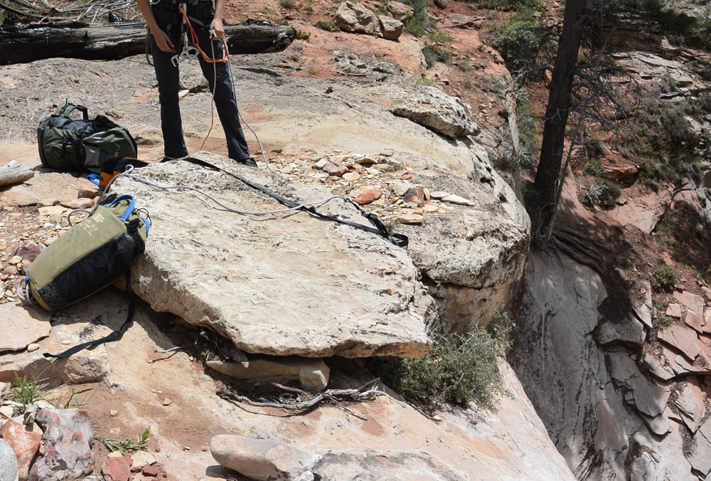 Rock anchor for the first rappel