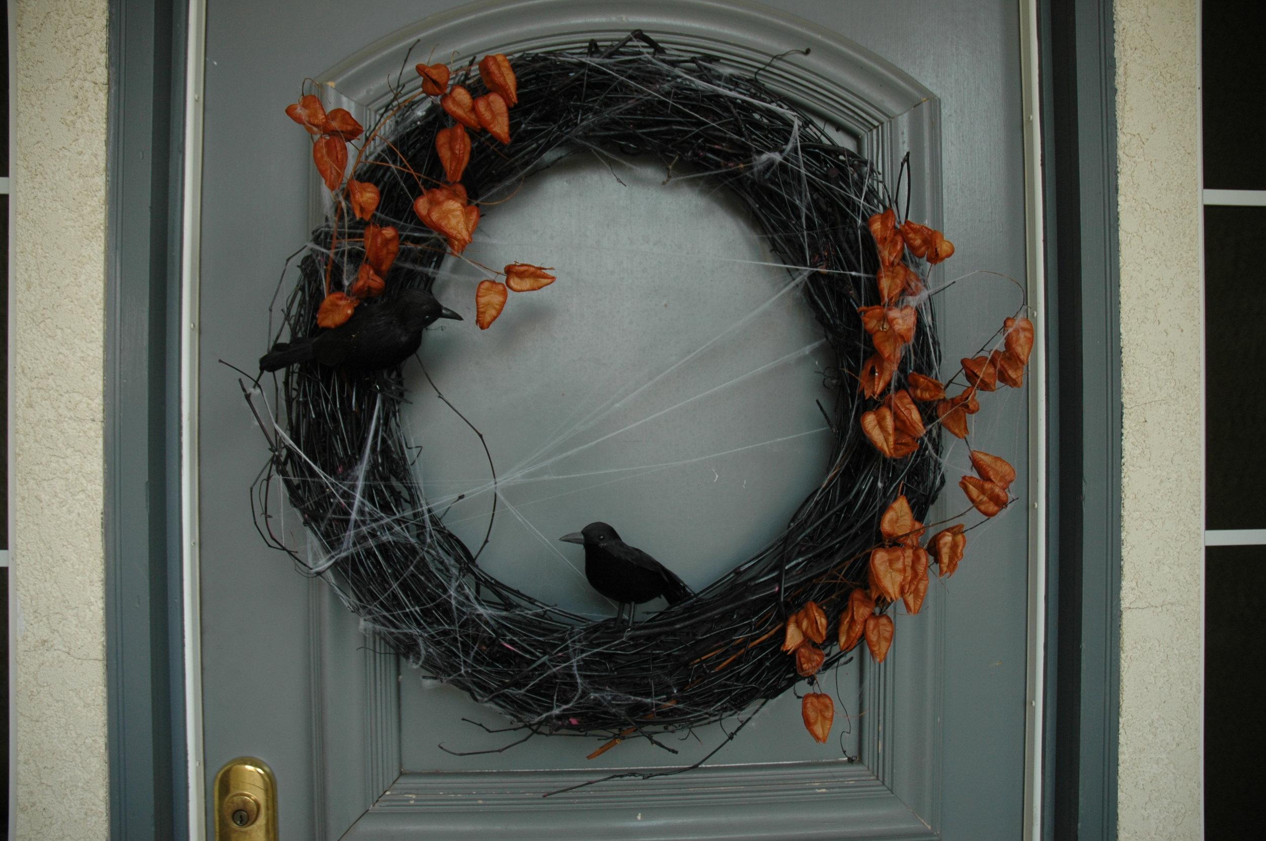 Black wreath for Halloween design tips